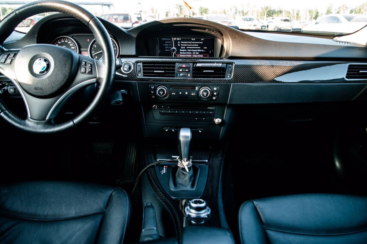 BMW E90: ламинация карбоном декоративных вставок